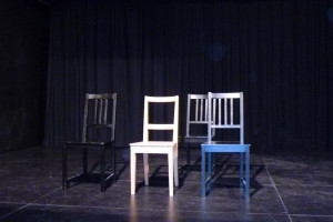 Bühne mit 4 Stühlen