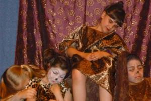 Theaterpädagogik Kinder auf einer Bühne
